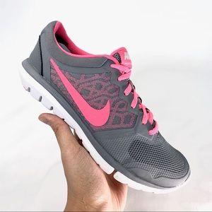 a0cb3cb48d25 Women s Nike Flex 2015 Running Shoes on Poshmark